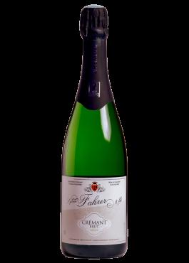 Bouteille du crémant brut nature, vin pétillant sec.